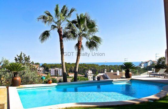 Casa Exclusiva en la prestigiosa Urbanización de Vallpineda Sitges