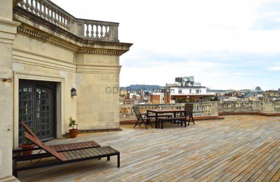 Atico con vistas a 360º sobre la ciudad y fantástica terraza. Una joya!