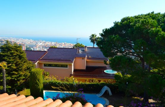 Casa con piscina y vista mar Calella