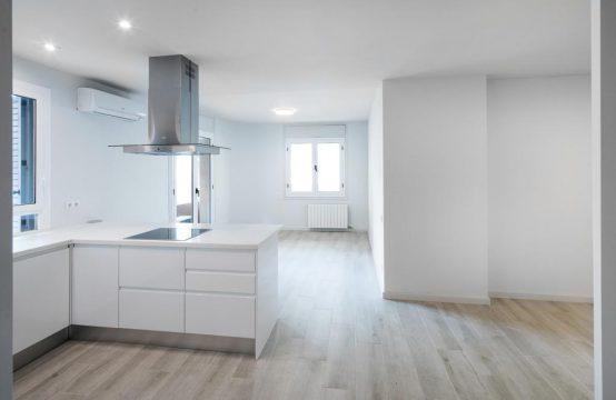 Bonito piso en calle Balmes con AV DIagonal
