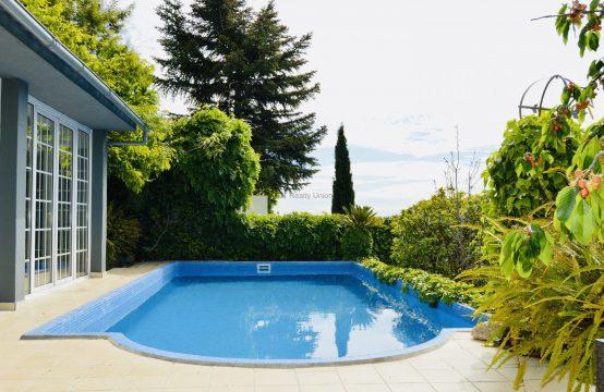 Preciosa casa con piscina con vistas en Sarria